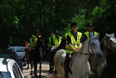 Hende csaba is részt vett a lovas polgárőrök emléktúráján